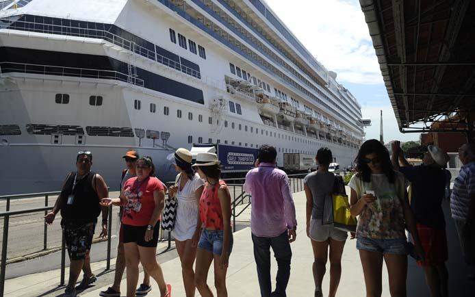 O Píer Mauá recebe transatlânticos com turistas que vieram ao Rio para acompanhar o Réveillon de Copacabana (Fernando Frazão/Agência Brasil) - Assuntos: verão, turistas, turismo, Pier Mauá, navio, porto, transatlântico