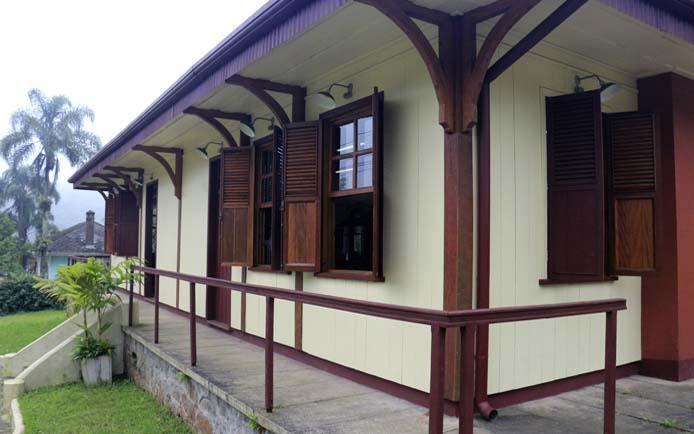 Biblioteca restaurada por A Pedro