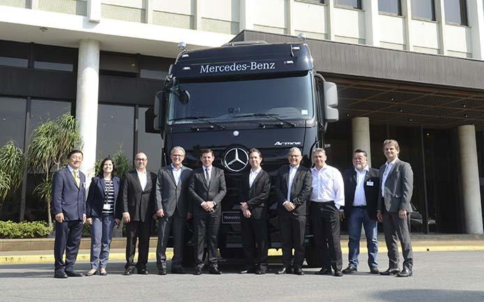 Orlando Morando é Recebido Pela Diretoria Da Mercedes Benz